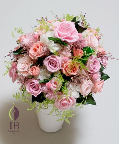 淡いピンクのバラの濃淡