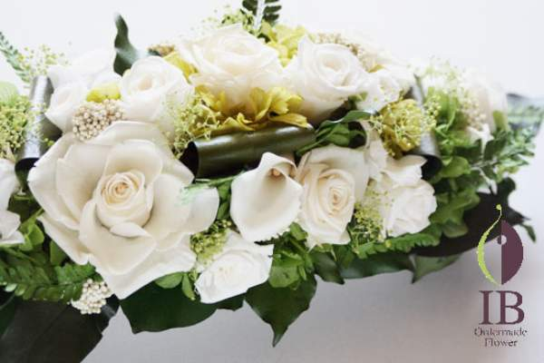 お花のアップ プリザードパールホワイトバラ カラーアイボリー デンファレ白