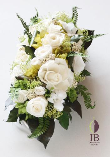 プリザードフラワー 白色バラとグリーンの葉っぱアレンジ