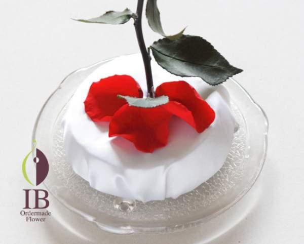 プリザードフラワー 3枚の赤い花びら
