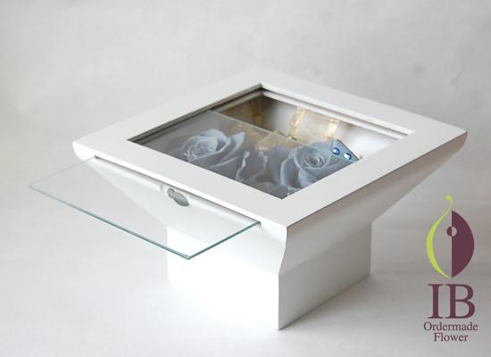 ガラスはこのようにスライドして取り出せます