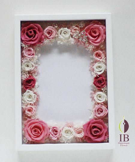 プリザーブドフラワ- 誕生日 ピンクのバラ フレーム装飾