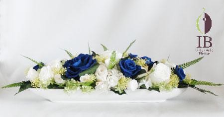 プリザ 白と青のバラの横長アレンジ