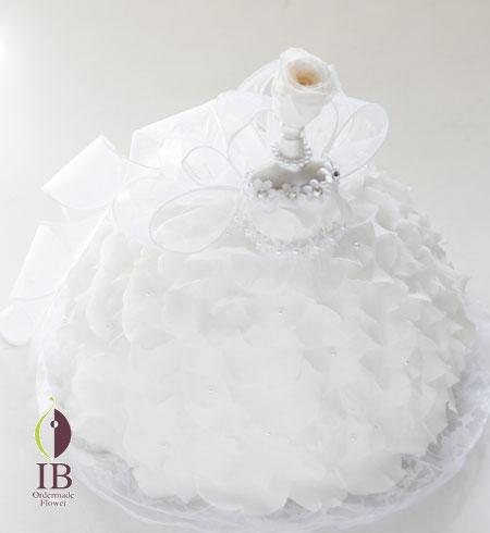 結婚お祝い 純白のウェディングドレスアレンジ